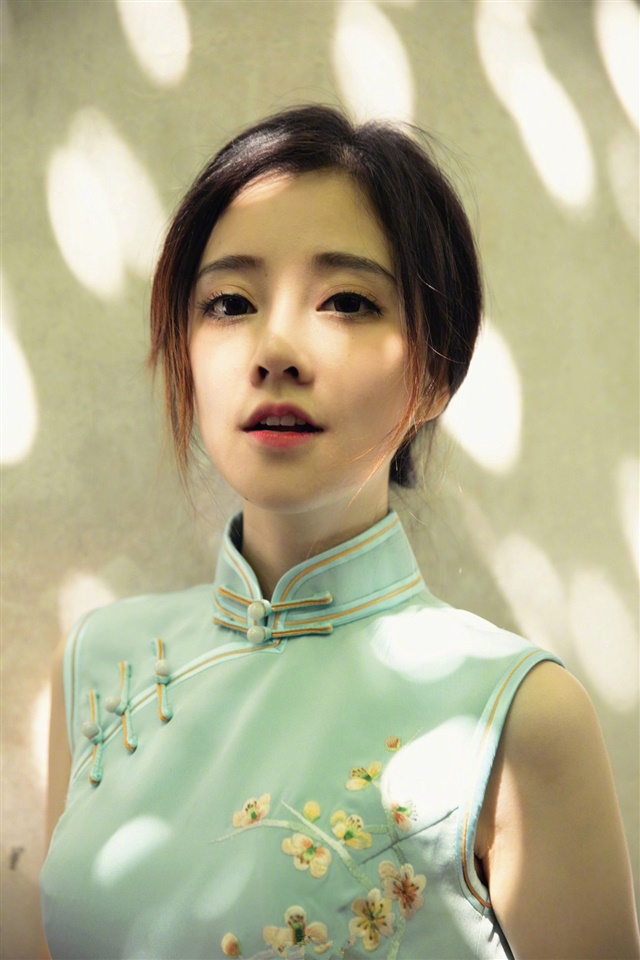 网红美女冯提莫旗袍写真iphone壁纸(5p)